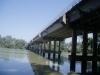 Colocación de tubería bajo puente